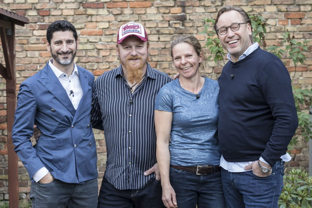 V.l.: Paul Ivic, Lucki Maurer, Gastgeberin Sonja Frühsammer, Thomas Bühner