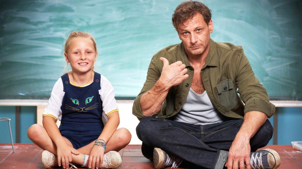 Stefan Vollmer (Hendrik Duryn) und seine Tochter Frida (Leni Säugling)