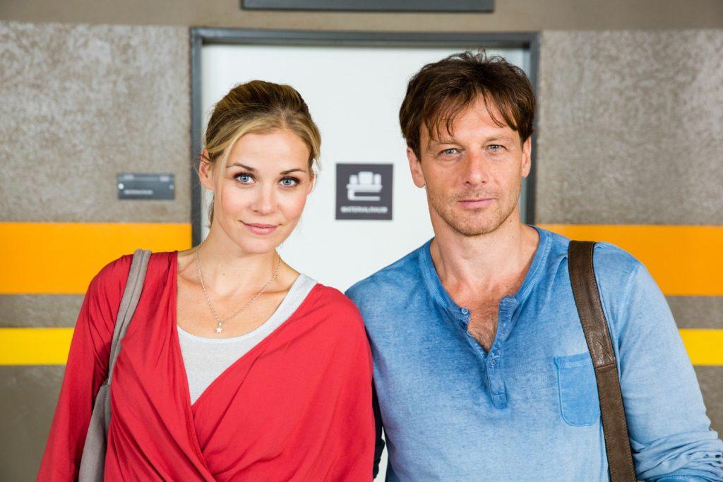 Stefan Vollmer (Hendrik Duryn) und Karin Noske (Jessica Ginkel) sind fassungslos und stellen Hanna (Vita Tepel) zur Rede.
