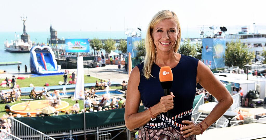 """Andrea Kiewel moderiert """"Die große Drei-Länder-Show"""" im ZDF."""