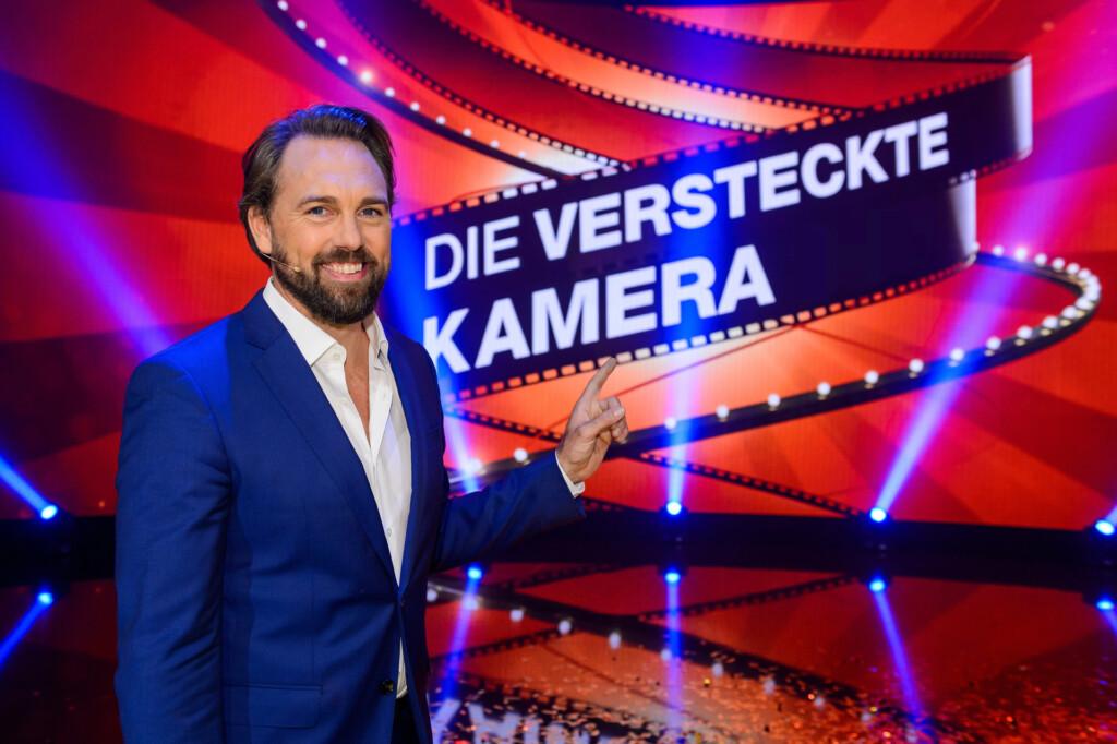 """Steven Gätjen moderiert """"Die versteckte Kamera"""" im ZDF."""
