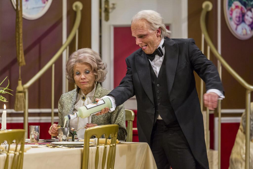 Annette Frier als Annette und Ralf Schmitz als Butler Ralph sind die Protagonisten in diesem ganz speziellen Dinner, das nicht nur rheinische Herzen höher schlagen lässt.