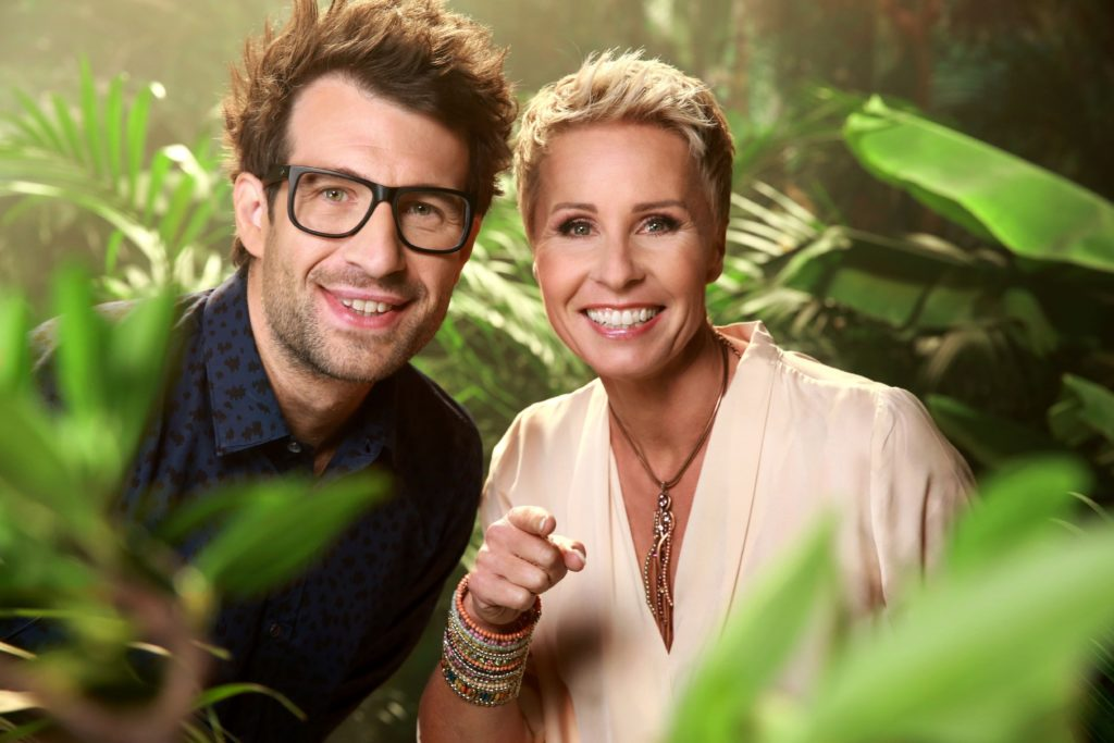 Gewohnt bissig präsentiert das Moderatorenduo Sonja Zietlow und Daniel Hartwich das Dschungelcamp täglich live aus dem australischen Urwald.