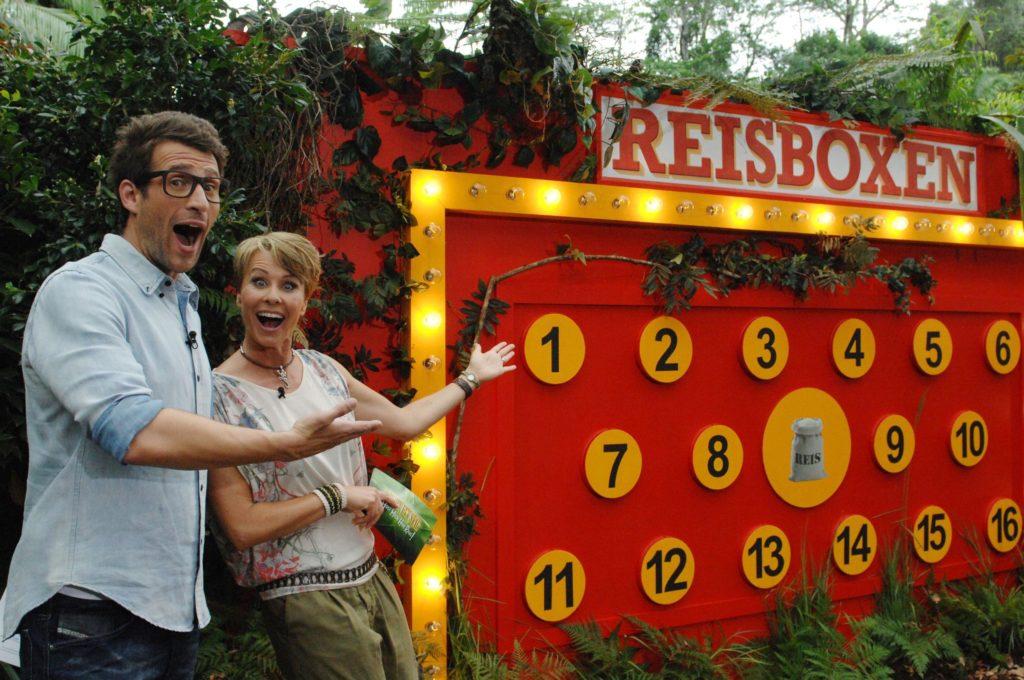 """Tag 9 - Dschungelprüfung 9 """"Der Preis ist Reis""""; Moderatorin Sonja Zietlow und Moderator Daniel Hartwich."""