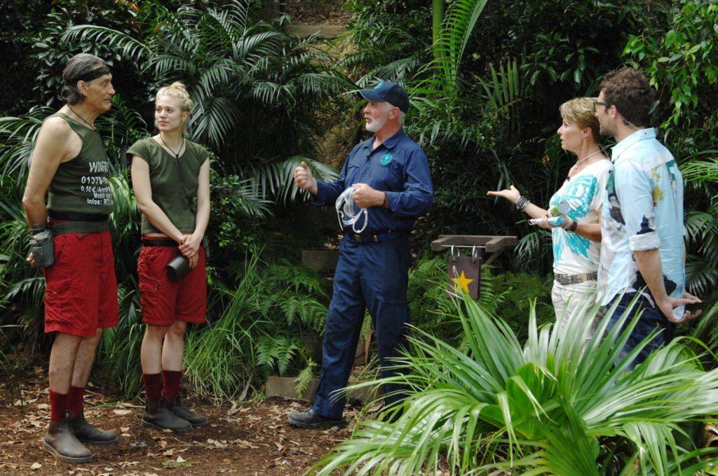 Larissa Marolt (2.v.l.) tritt zu ihrer sechsten Dschungelprüfung an. Für Winfried Glatzeder (l.) ist es die erste.