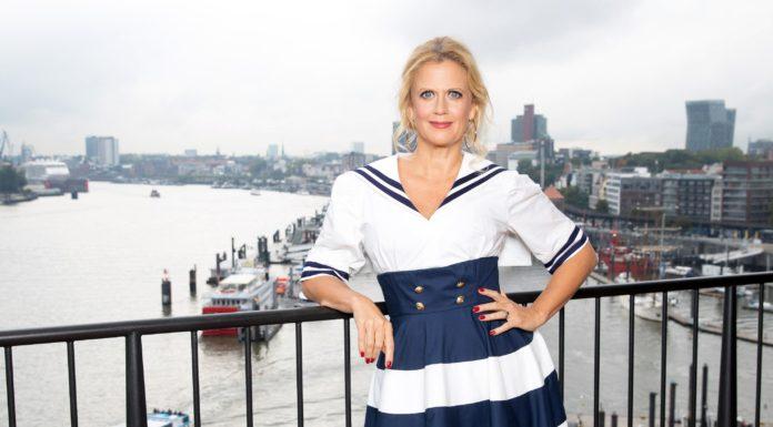 """Barbara Schöneberger moderiert live aus Hamburg einen besonderen ESC-Countdown. Ihre Gäste sind u. a. Ben Dolic, der seinen Song """"Violent Thing"""" live singen wird, sowie Michael Schulte und Peter Urban."""