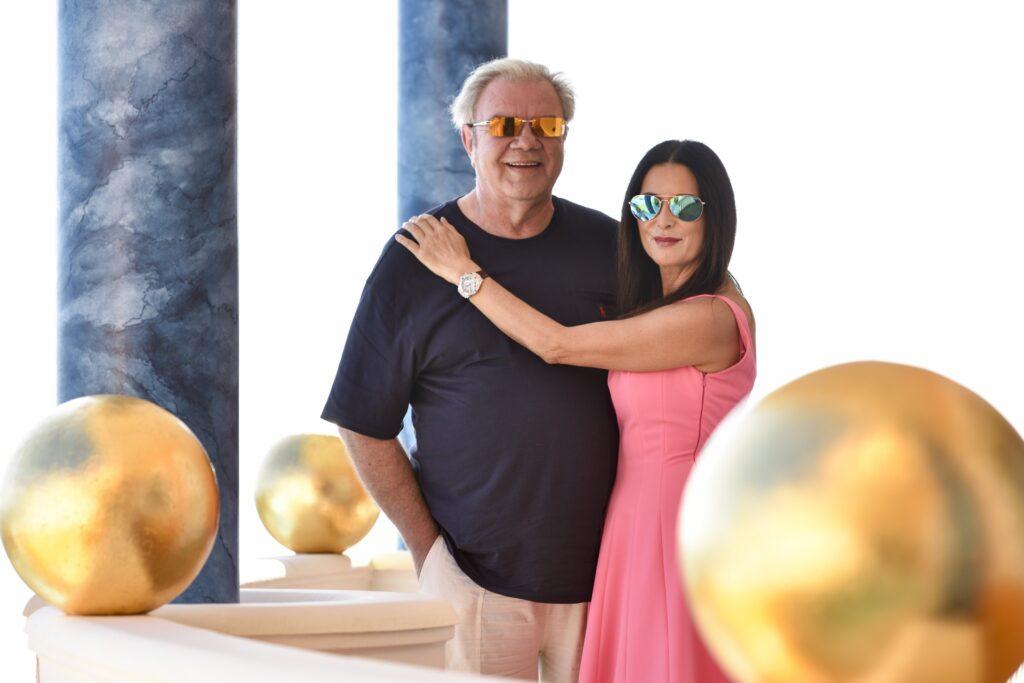 Er bewohnt die teuerste Villa auf Mallorca, ist Millionen schwer, aber trotzdem immer auf der Suche nach der nächsten Geschäftsidee: Fürst Heinz von Sayn-Wittgenstein, hier mit seiner Frau Andrea.