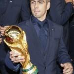 Die Mannschaft Premiere Berlin - Philipp Lahm mit Pokal