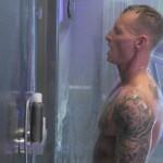 Big Brother 2020 Tag 2 - Denny unter der Dusche