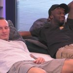 Big Brother 2020 Tag 2 - Denny und Mac im Wohnzimmer des Glashauses