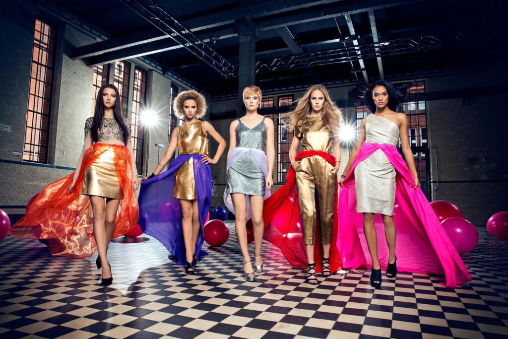 Fata, Taynara, Kim, Elena C. und Jasmin sind im Finale