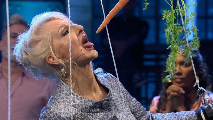 """Désirée Nick bei """"Grill den Henssler"""" auf VOX."""