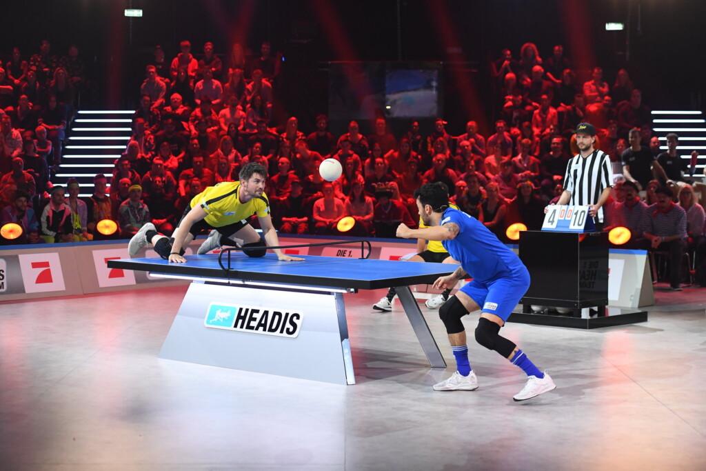 Wer köpft sich zum Sieg? Kai Pflaume, Mario Basler und Giovanni Zarella kämpfen um die ,Headis-Team-WM' heute Abend auf ProSieben.