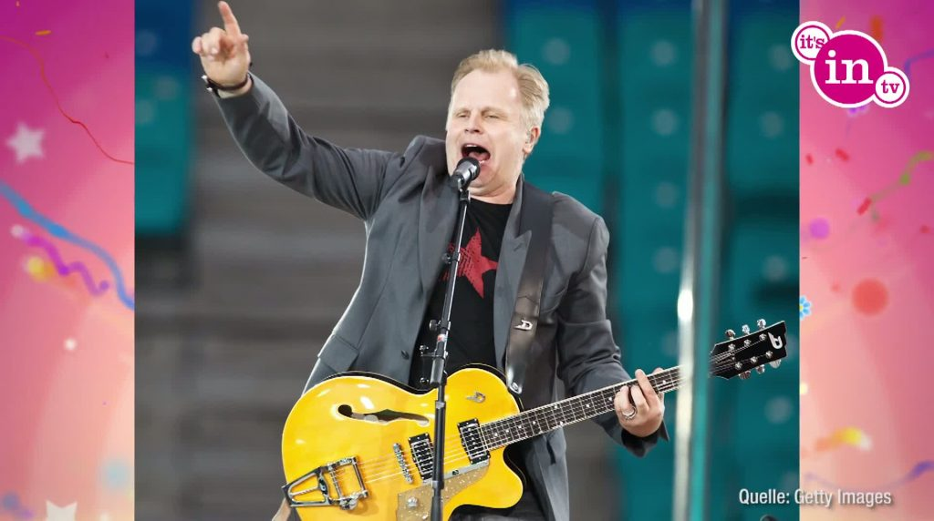 """Mit dem Song """"Bochum"""" sang er sich nicht nur in die Fußballherzen, sondern ganz Deutschland feierte ihn."""