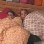 Big Brother 2020 - Pat und Tim suchen Schutz im Bett