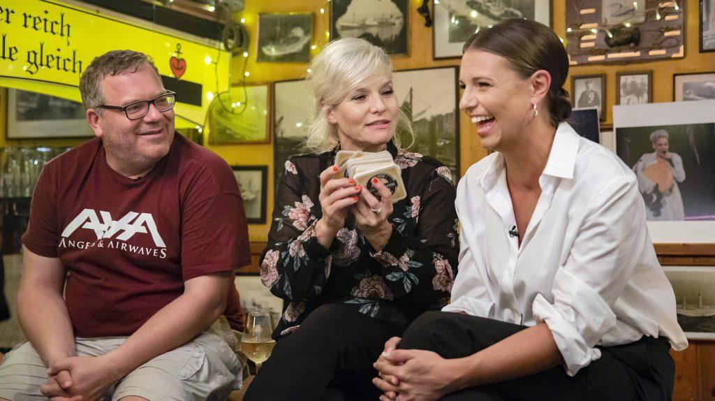 Gastgeberin Ina Müller mit Show-Moderator Elton und Sport-Moderatorin Laura Wontorra
