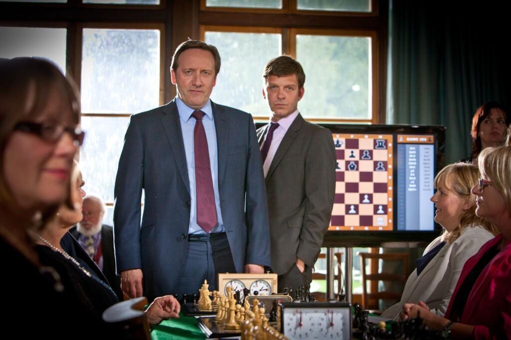 Barnaby und Jones (Neil Dudgeon, Jason Hughes) ermitteln unter leidenschaftlichen Schachspielern.