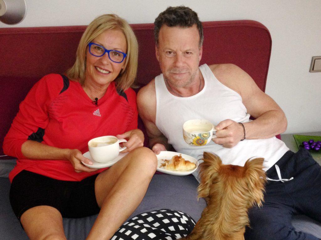 Jenke von Wilmsdorff besucht Margarethe Schreinemakers auf ihrem Acht-Millionen-Anwesen in Belgien, wo sie mit ihrem Mann und sechs Hunden lebt.