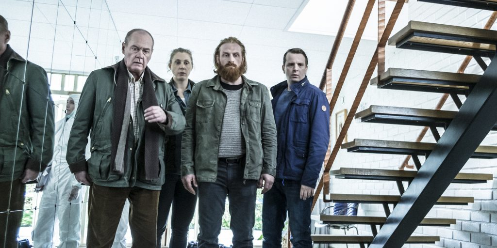 Kommissar Beck (Peter Haber, l.) mit seinem Team am Tatort.
