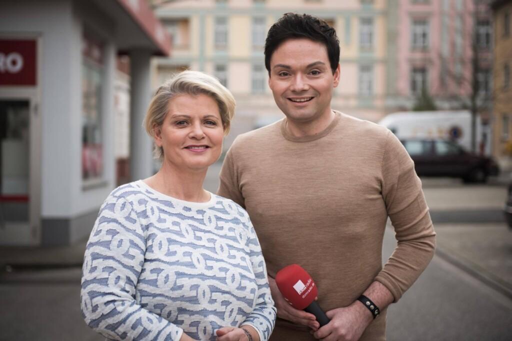 Marcel Schenk interviewt Andrea Spatzek, die die Gabi Zenker in der Lindenstraße spielt.