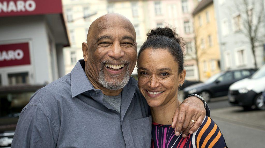 Lindenstraße - Sarah Masuch mit Ron Williams