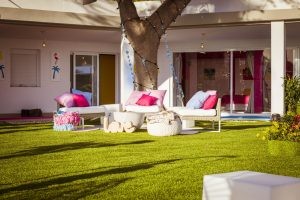 Love Island 2021 Casa Amor - Sitzecke im Außenbereich