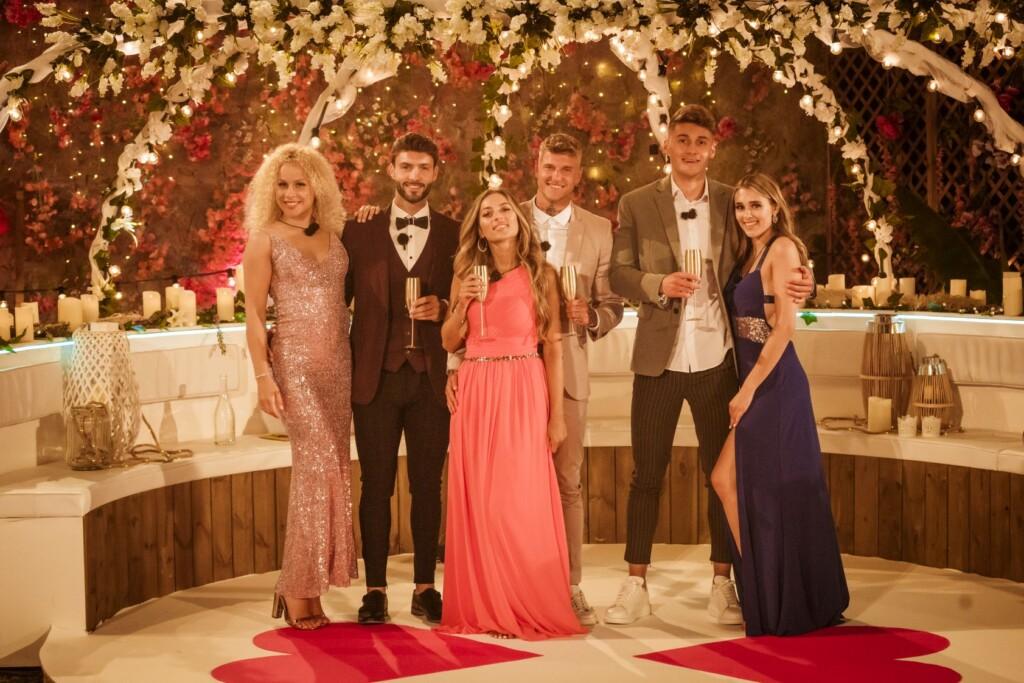 Drei Couples kämpfen um den Sieg und 50.000 Euro: Finn Emma, Chris, Bianca, Paco, Fynn und Freta (v. li.).