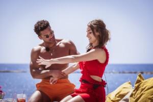 Love Island 2021 Tag 12 - Julia und Amadu cremen sich gegenseitig ein