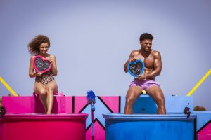 """Love Island 2021 Tag 17 - Julia und Amadu bei der Challenge """"Liebestunken"""""""