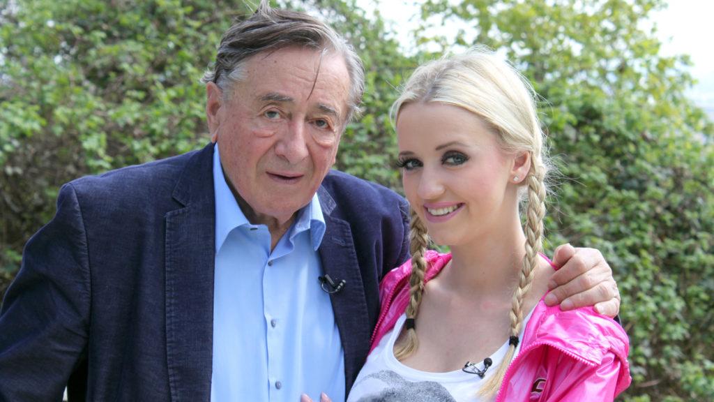 Die beiden leben gemeinsam mit Cathys Tochter Leonie (6) in Richards Wiener Luxusvilla.