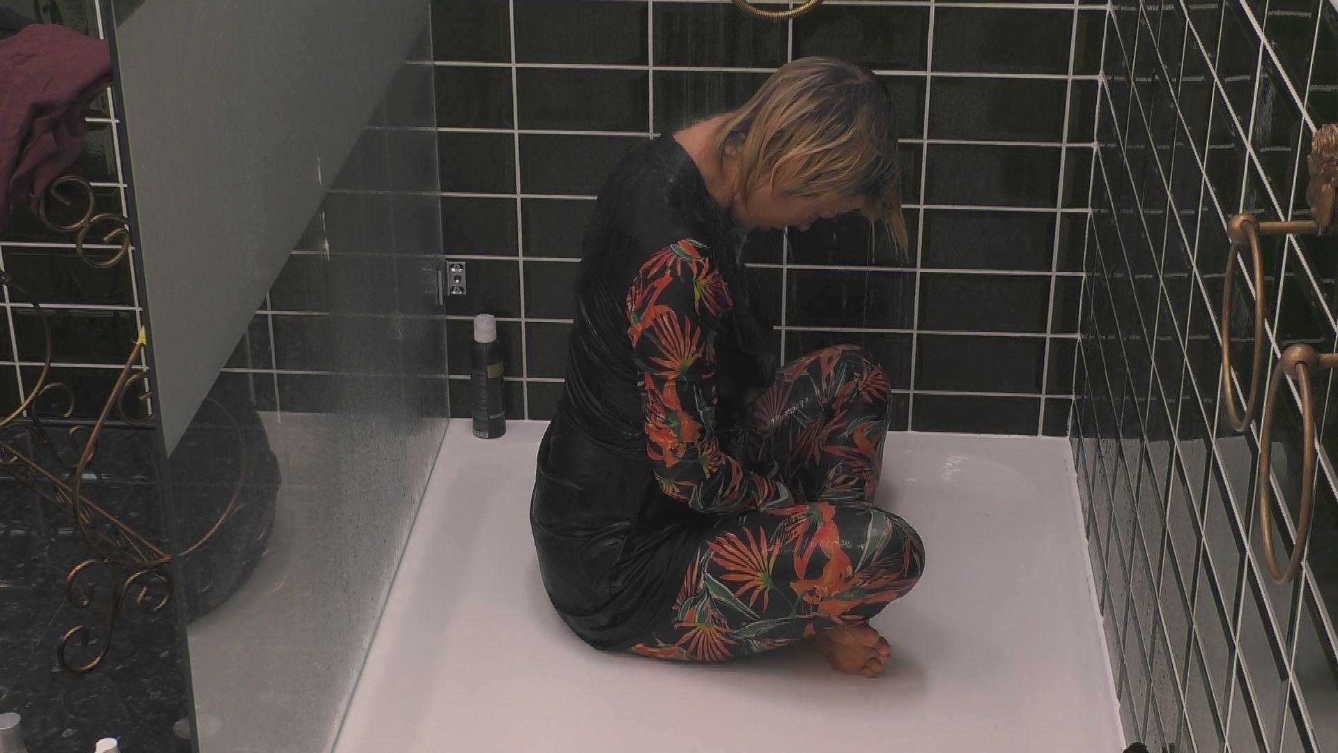 Mit klamotten duschen
