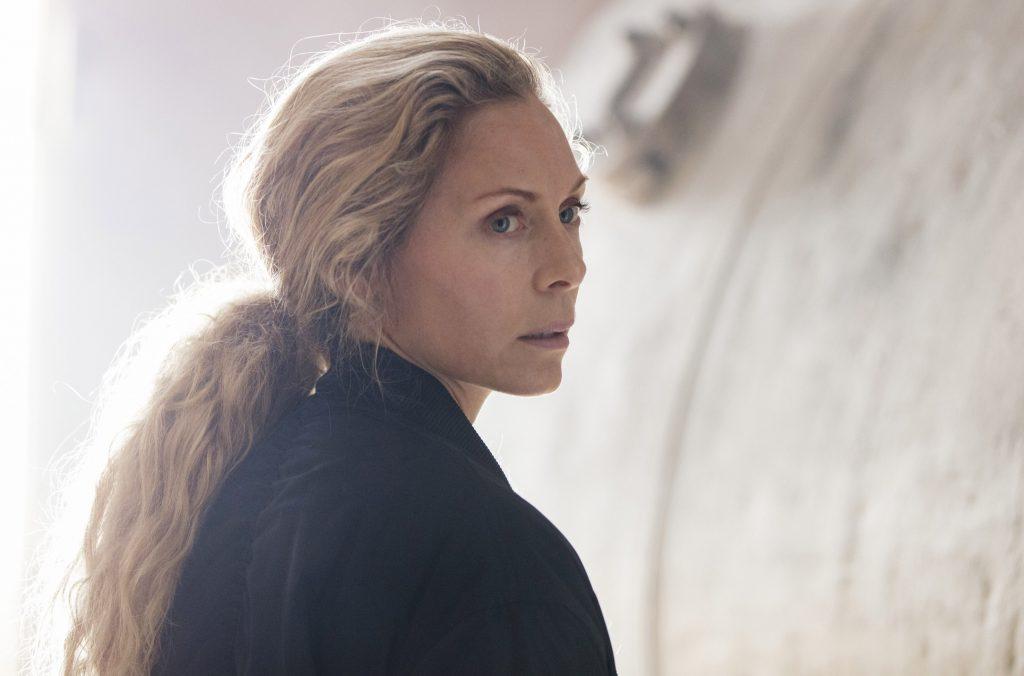 Maria Wern (Eva Röse) ahnt noch nicht, dass sie die Ermittlungen zu einer unbekannten Toten tief in ihre eigene Vergangenheit führen werden.
