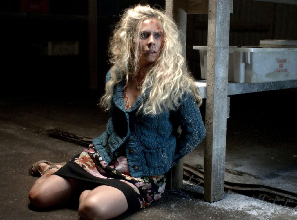 Maria (Eva Röse) ist in die Hände des Mörders gefallen.