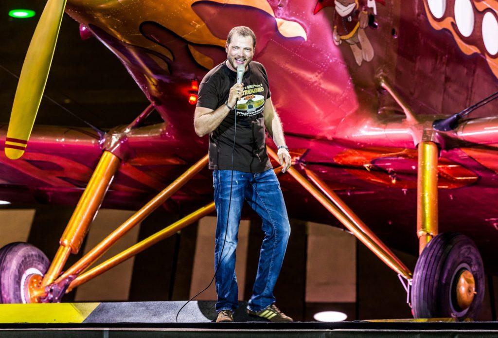 Im Sommer war der achtfache Comedypreis-Träger wieder auf Rekordjagd und hat an zwei Tagen das Berliner Olympiastadion gerockt.