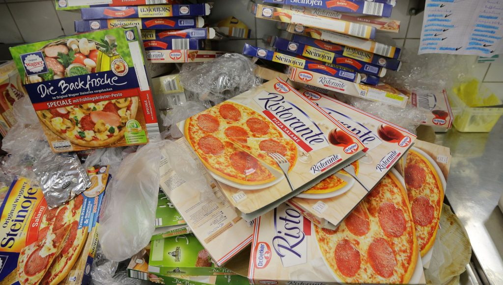 """Welche Tiefkühlpizza ist die beste? Der Dr. Oetker-Check nimmt die Produkte unter die Lupe. Natürlich mit dabei: Der Verkaufsschlager von Dr. Oetker, die Salamipizza """"Ristorante""""."""