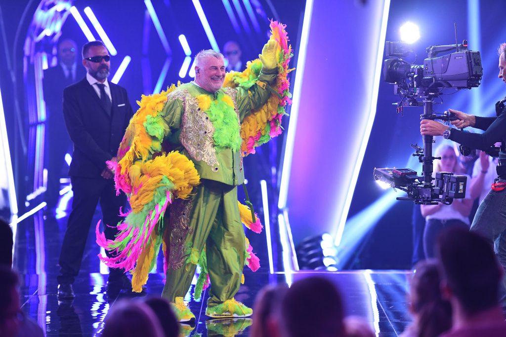 """In der dritten Liveshow von """"The Masked Singer"""" wurde der Kakadu als Heinz Hoenig enttarnt."""