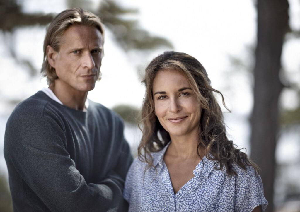 Jonas Malmsjö als Henrik und Alexandra Rapaport als Nora