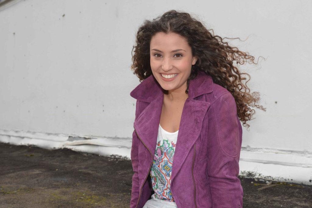 Als Nadine Menz erfahren hat, dass sie die Rolle der Ayla Höfer bei GZSZ bekommt, ist sie als erstes jubelnd durch die Küche gehüpft.