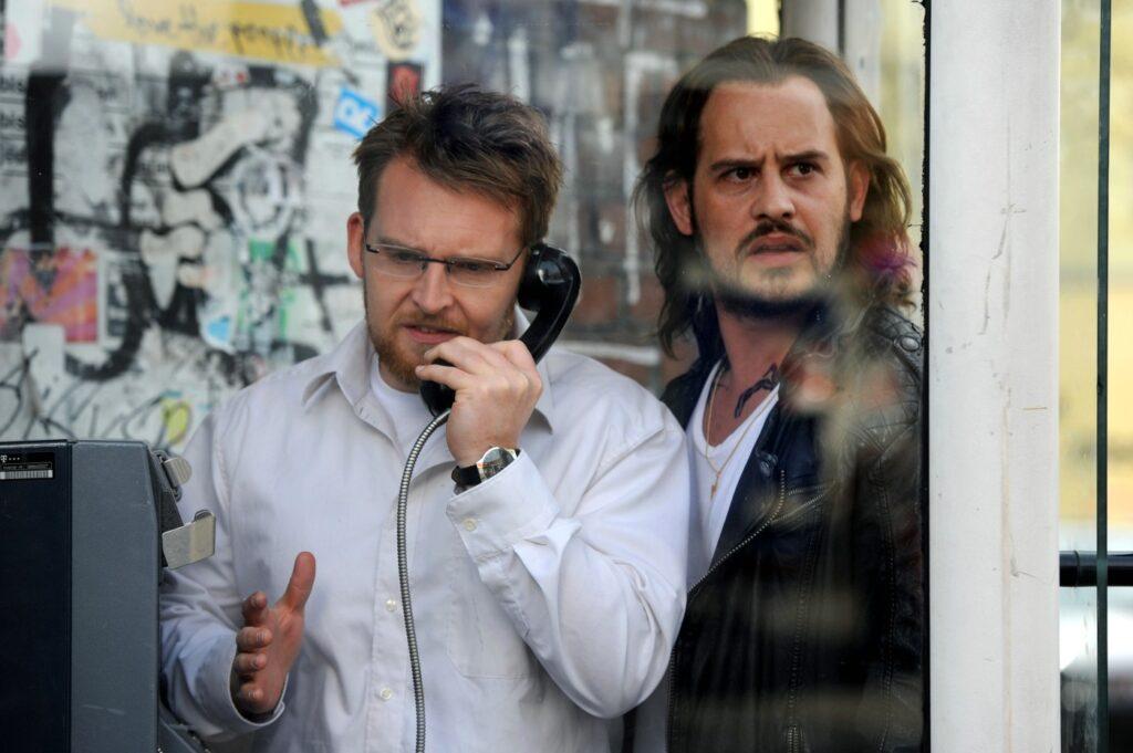 Gelegenheitsgangster Nappo (Moritz Bleibtreu) und seine Geisel Till (Axel Stein, l.) stoßen bei ihrer Flucht vor der Polizei auf einige unvorhersehbare Hindernisse
