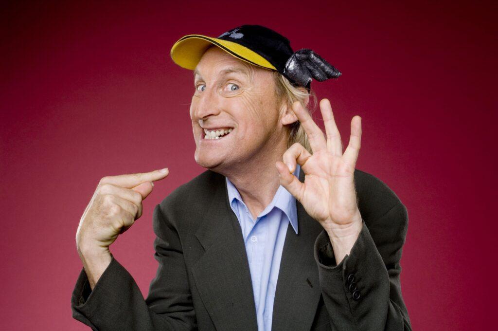 """Seit Jahrzehnten begeistert der Kult-Comedian Otto Waalkes ganze Generationen mit seinem ganz speziellen Humor - heute zeigt RTL das aktuelle Live-Programm des legendären Friesenjungen: """"Otto live! Holdrio again""""."""