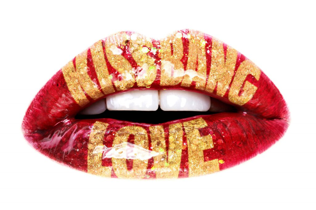 Mindestens 100.000 Küsse verteilt ein Mensch im Laufe seines Lebens. Lippen sind 100 Mal empfindlicher als Fingerkuppen.
