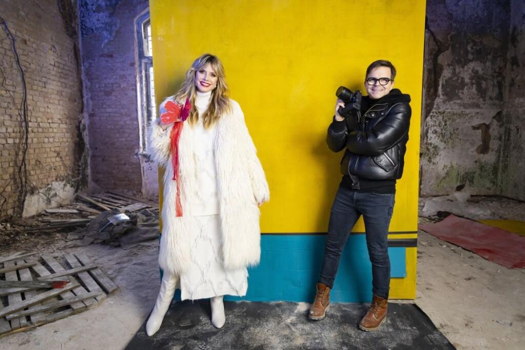 Heidi Klum und Modefotograf Kristian Schuller arbeiten seit 15 Jahren gemeinsam am GNTM-Set.