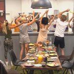 Promi Big Brother Tag 8 - Die Bewohner tanzen