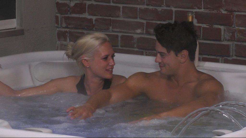Promi BIg Brother Tag 3 - Dominik und Sarah im Whirlpool
