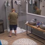 Promi Big Brother Tag 4 - Zachi Noy pinkelt in die Dusche