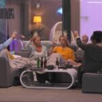 Big Brother 2020 - Die Glashausbewohner stoßen an