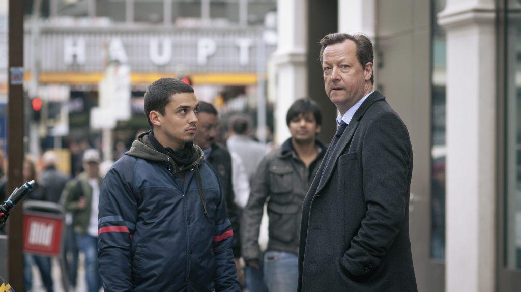 Farim Koban (Jasper Engelhardt) neben Hauptkommissar Hanns von Meuffels (Matthias Brandt).