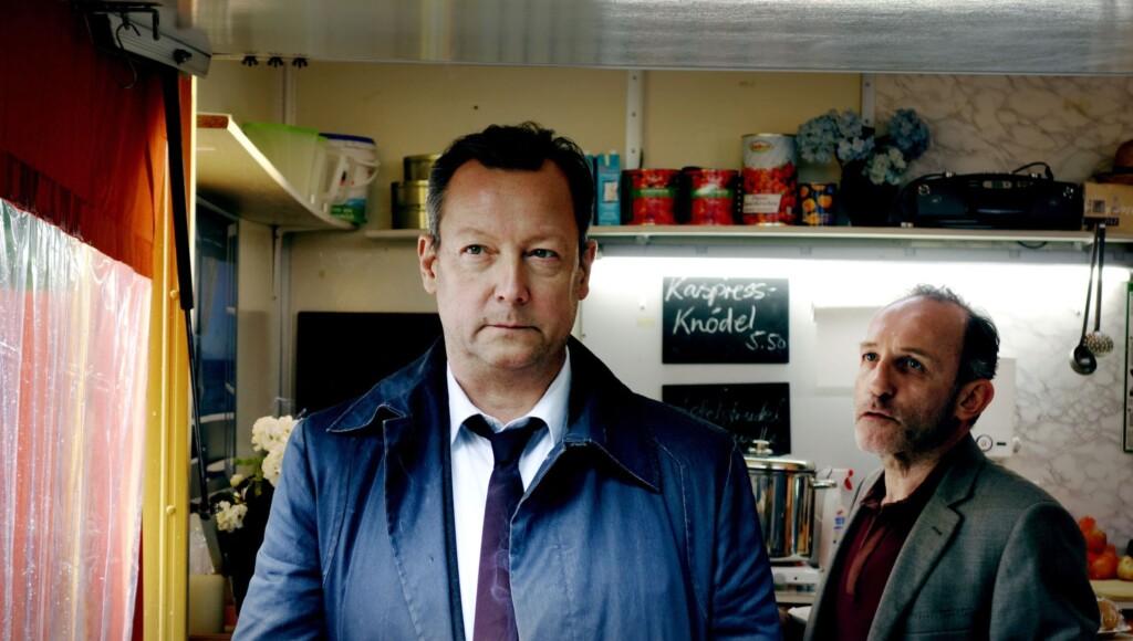 Baumann (Karl Markovics, rechts) will Meuffels (Matthias Brandt) von seiner Schuld überzeugen.