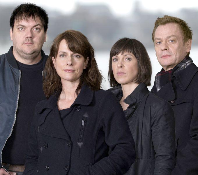 v.l.n.r.: Alexander Bukow (Charly Hübner); Doreen Brasch (Claudia Michelsen); Katrin König (Anneke Kim Sarnau); Jochen Drexler (Sylvester Groth)