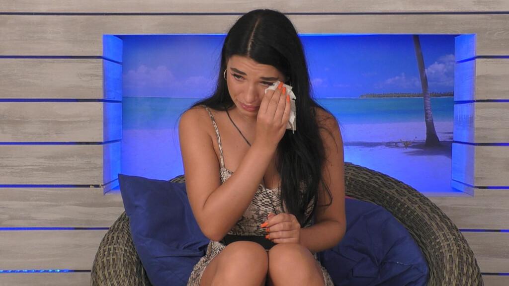 """Julia weint bei """"Love Island"""" auf RTL II."""